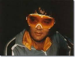 Elvis undercover met sneeuwbril